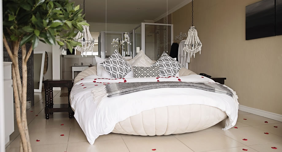 Romantic Milkwood Honeymoon Suite at Umthunzi Hotel & Conference