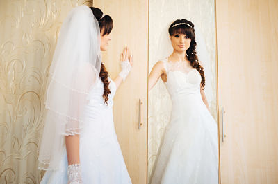 6 things to consider when choosing a wedding dress