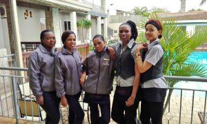 Umthunzi waitresses
