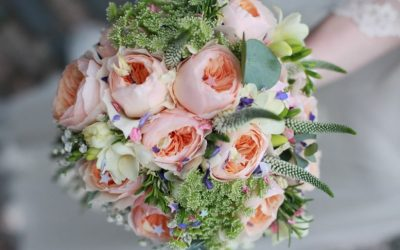 Trendy Wedding Bouquet Ideas That Won't Blow Your Budget