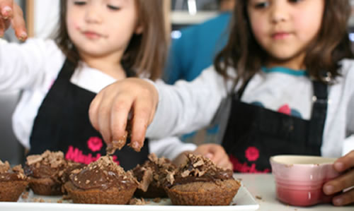 Entertain the kids with a cupcake table